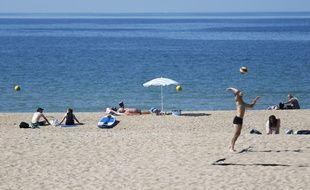 Depuis le début de l'été, à Ouistreham, en Normandie, on a largement profité de la plage grâce à une météo généreuse.