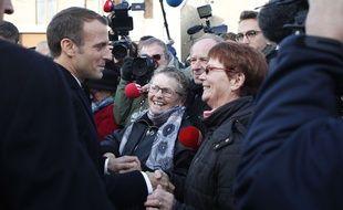 Emmanuel Macron lors de son arrêt à Les Epargnes, lors de sa tournée mémorielle pour le 100ème anniversaire de la fin de la Première Guerre mondiale, le 6 novembre 2018.
