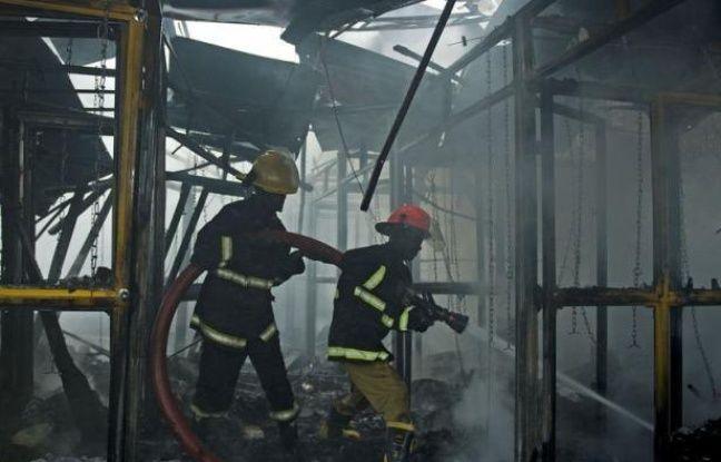 """Le Premier ministre kényan Raila Odinga a dénoncé """"un acte de terrorisme"""" après l'explosion qui a fait 33 blessés dont 5 dans un état grave lundi dans un centre commercial, en plein centre de la capitale Nairobi."""