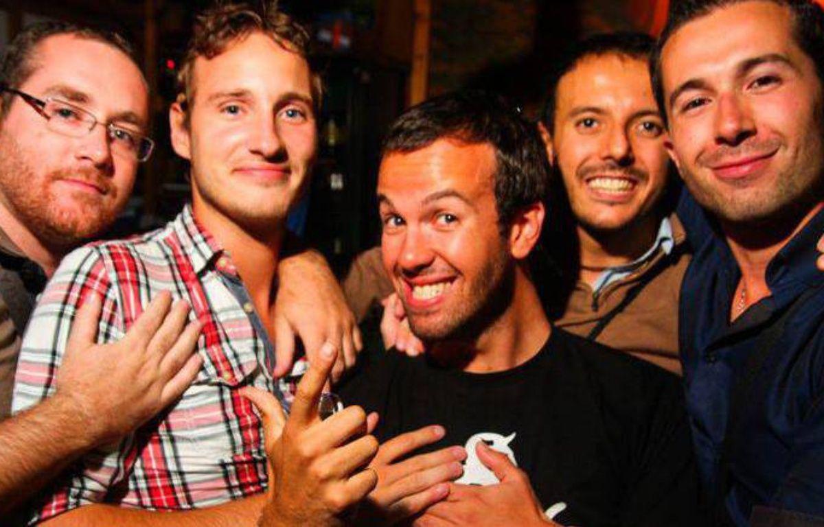 Sept amis d'enfance (cinq ici) viennent de lancer le jeu  – Rémy Ponton