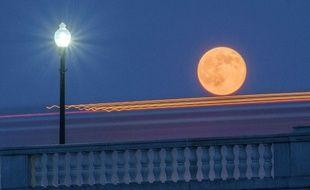 Illustration de la lune vue depuis la terre.