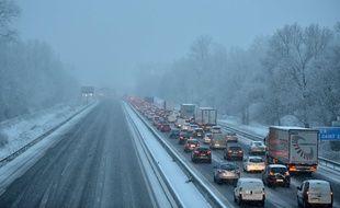 L'autoroute A 43 était bloqué à la suite de chutes de neige le 18 décembre 2017