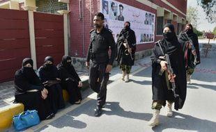 Forces de sécurité le 15 février 2016 à l'entrée de université Bacha Khan à Charsadda au Pakistan