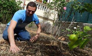 Dans la cour de Florence, ce « Potageur » plantera des courgettes cet été.