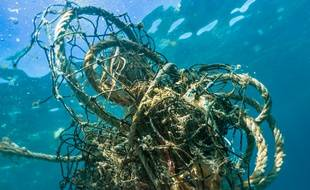 Les filets et autres engins de pêche sont une source de pollution plastique des mers et océans.