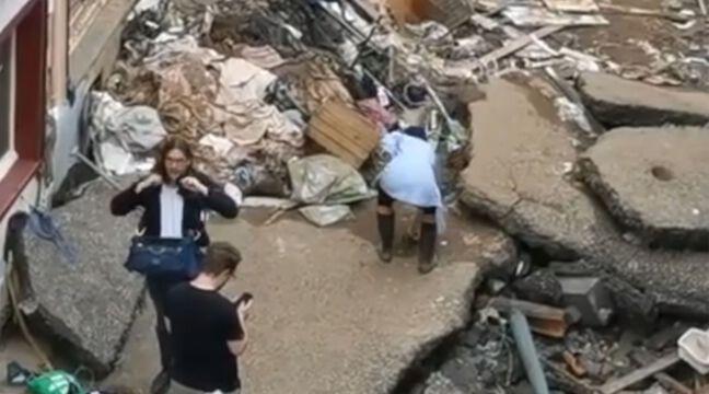 Inondations en Allemagne : Une journaliste mise à pied après avoir fait semblant de venir en aide aux sinistrés