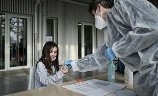 Des tests salivaires étaient proposés dans une école d'Eysines, en Gironde.