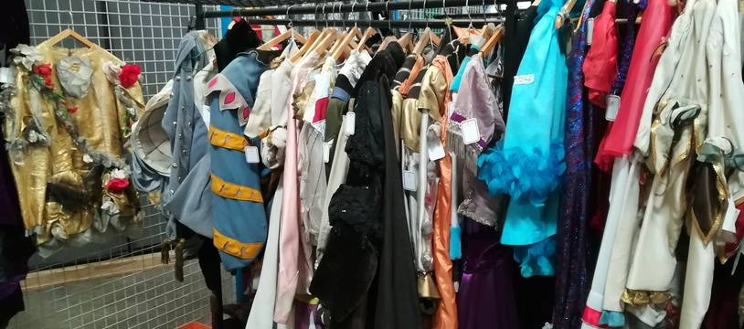 L'Opéra de Lyon vendra samedi 3.000 costumes et accessoires que ses artisans ont confectionné pour d'anciennes productions.