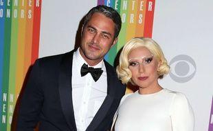 Lady Gaga et Taylor Kinney sont fiancés