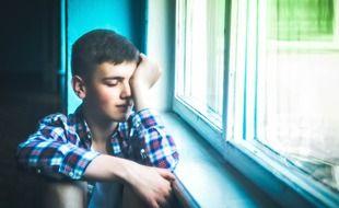 Illustration d'un jeune garçon fatigué.