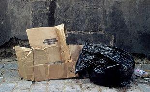 Illustration de déchets laissés sur la voie publique