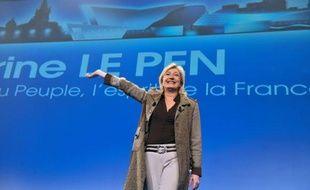"""Marine Le Pen, candidate du Front national à la présidentielle, s'est posée dimanche à Châteauroux en championne de la """"France rurale"""", vidée selon elle de ses services publics, et des chasseurs, qui restent """"charnellement attachés à la tradition française""""."""