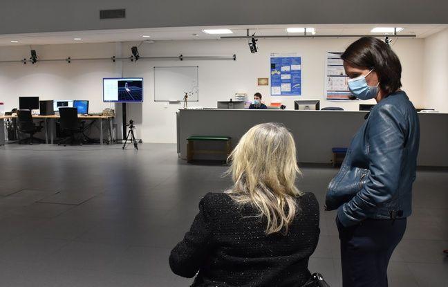 Le professeur Brigitte Perrouin Verbe et la maire de Nantes Johanna Rolland visitent les nouveaux locaux