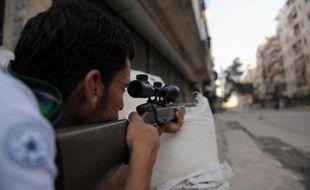 L'armée syrienne et les rebelles acheminaient mercredi des troupes vers Alep, deuxième ville de Syrie où se joue désormais une bataille décisive entre les opposants et le régime, qui tente parallèlement d'écraser l'une des dernières poches de résistance dans la capitale Damas.