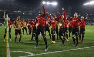 Les joueurs rennais ont fêté la qualification avec leurs supporters regroupés dans un imposant parcage rouge et noir, jeudi soir, au stade Benito Villamarin.