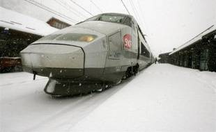La SNCF prévoit une hausse de 7% de son chiffre d'affaires en 2009, qui atteindrait 27 milliards d'euros, selon les chiffres du budget prévisionnel de la compagnie ferroviaire, cités par Les Echos vendredi.