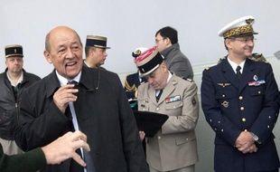 """La défense française ne sera pas """"sacrifiée"""" pour des raisons budgétaires, a affirmé vendredi le ministre de la Défense, Jean-Yves Le Drian, en annonçant l'ouverture d'une phase de six mois de réflexion pour préparer la nouvelle Loi de programmation militaire (LPM, 2014-2019)."""