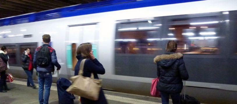 Illustration d'un TER arrivant en gare de Rennes.