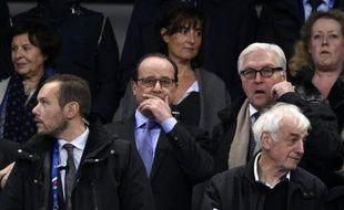 Le président François Hollande et le ministre allemand des Affaires étrangères Frank-Walter Steinmeier au stade de France le 13 novembre 2015 à Saint-Denis
