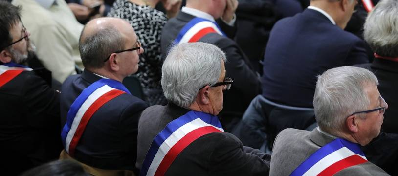 Illustration de la rencontre entre des maires normands et Emmanuel Macron à la veille du lancement du grand débat national.