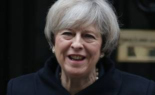 Theresa May quittant le 10, Downing Street.