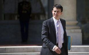 """Le ministre de l'Intérieur, Manuel Valls, a rencontré vendredi matin le Défenseur des droits, Dominique Baudis, pour évoquer une réforme de la procédure des contrôles d'identité, jugés """"nécessaires"""" mais à réévaluer pour """"ne plus être perçus comme abusifs"""", selon la place Beauvau."""