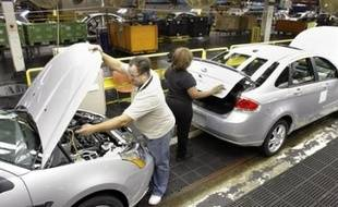 Le constructeur automobile américain General Motors (GM) a annoncé mardi qu'il allait ouvrir un nouveau guichet de départs volontaires à 74.000 de ses employés, après un premier plan en 2006.