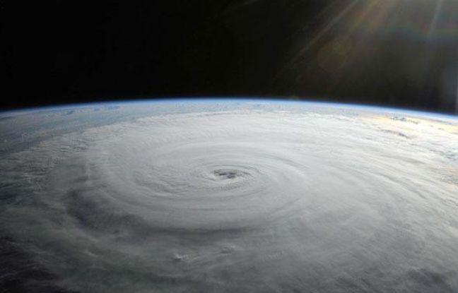 Ce n'est évidemment pas la première fois que des photos prises de l'espace nous parviennent mais Cupola offre la possibilité à des humains de les réaliser et donc la possibilité de capturer des moments bien précis ou inattendus (ici l'ouragan Danielle le 27 août 2010).