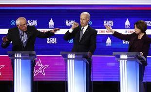 Les candidats démocrates Bernie Sanders, Joe Biden et Amy Klobuchar, lors du débat télévisé du 25 février 2020.