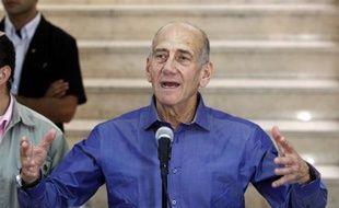 L'ancien Premier ministre israélien Ehud Olmert, reconnu coupable de corruption en juillet, a été condamné lundi à un an de prison avec sursis et à 75.300 shekels (15.000 euros) d'amende, ont rapporté les médias israéliens.