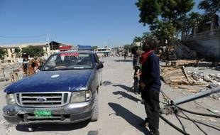 Une voiture de police dans une rue de Port-au-Prince en 2010