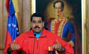 Le président vénézuélien Nicolas Maduro s'exprime après le succès de l'opposition lors élections parlementaires, à Caracas, le 6 décembre 2015