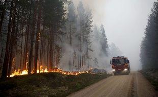 La sécheresse a provoqué un nombre important d'incendies simultanés dans les forêts et sur les terres en Suède et en Laponie