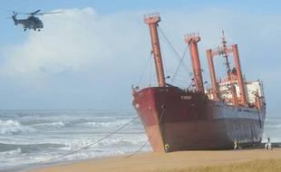 Un cargo battant pavillon maltais s'est échoué sur une plage d'Erdeven (Morbihan) dans la nuit du 15 au 16 décembre 2011, en raison de la tempête Joachim qui a balayé la Bretagne.