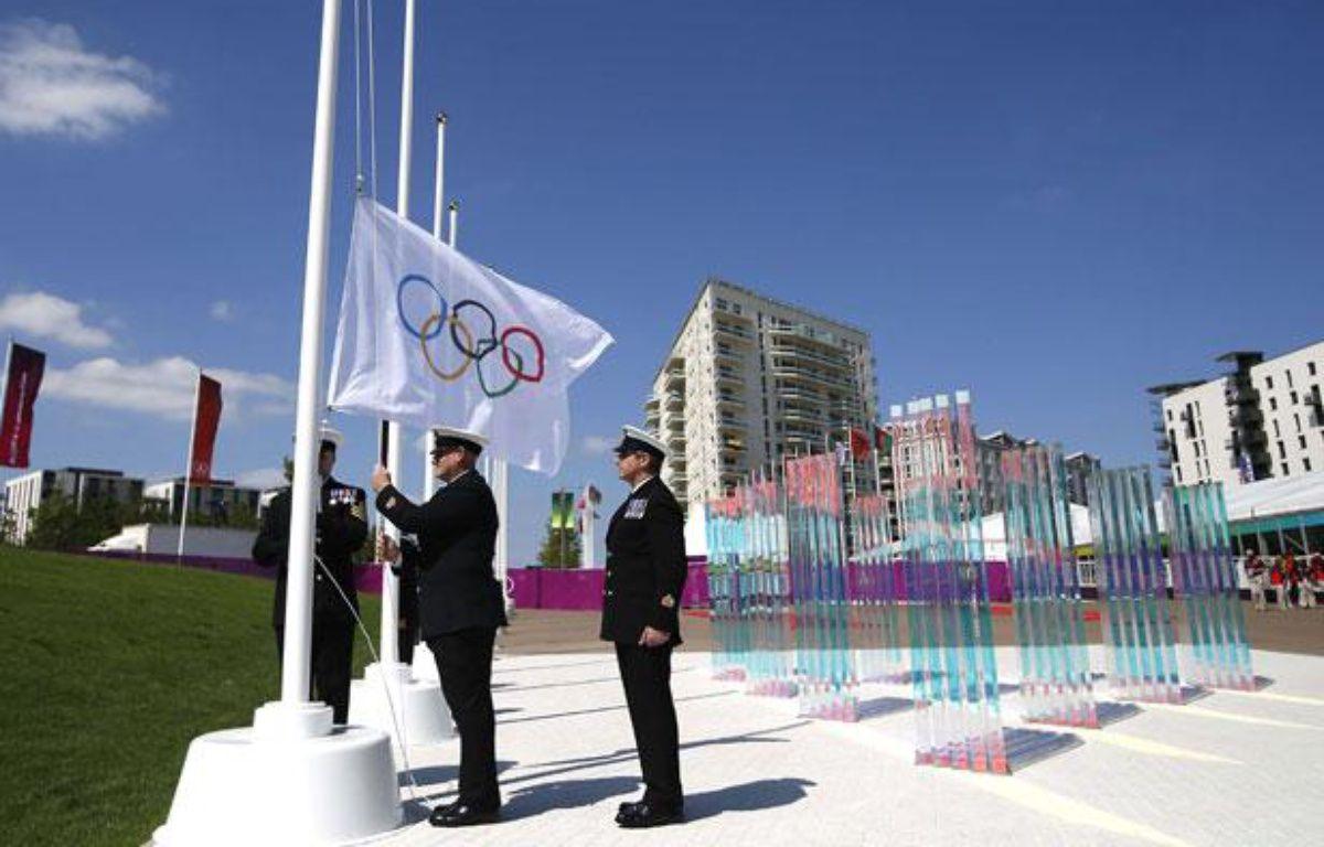 Les membres de la Royal Navy, lors de la cérémonie d'ouverture du village olympique, le 22 juillet 2012 à Londres.  – J.Hong/AP/Sipa