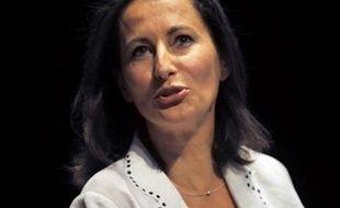 """Ségolène Royal est repartie en croisade contre """"le système Sarkozy"""" en allant jusqu'à suggérer que l'effraction récente de son domicile était liée à ses attaques virulentes contre le président de la République, s'attirant un concert de quolibets et de réactions indignées de la droite."""