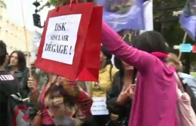 Capture d'écran d'une vidéo AFP sur la manifestation anti-DSK du 11 septembre 2011 à Paris.