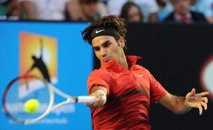 Le Suisse Roger Federer s'est qualifié sans aucun souci 7-5, 6-2, 6-2 aux dépens du Russe Alexandr Kudryavtsev 7-5, 6-2, 6-2, la tenante du titre féminin, la Belge Kim Clijsters se montrant moins convaincante face à la Portugaise Maria Joao Koehler, éliminée 7-5, 6-1, au 1er tour de l'Open d'Australie lundi à Melbourne.