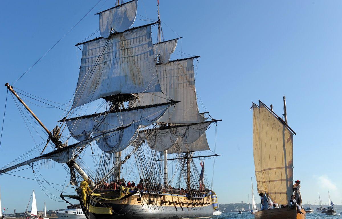 L'«Hermione» quitte le port de Brest pour rejoindre Bordeaux, le 17 août 2015. – FRED TANNEAU / AFP
