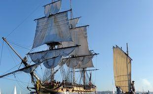L'«Hermione» quitte le port de Brest pour rejoindre Bordeaux, le 17 août 2015.
