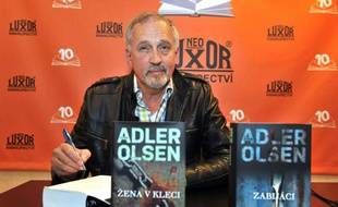 Le Danois Jussi Adler-Olsen, auteur de thrillers, à Prague, en mai 2012.