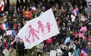 Des manifestants venus défiler contre la loi sur le «mariage pour tous», à Paris, le 26 mai 2013.
