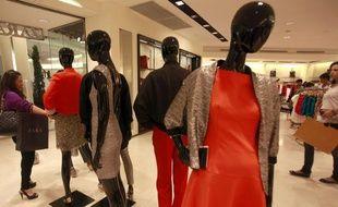 Les Françaises achètent moins de vêtements qu'il y a 10 ans...