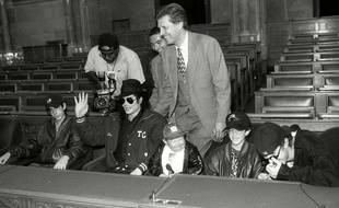 Michu Meszaros, ici à droite de Michael Jackson en 1996.