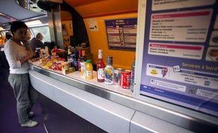 Dans le peloton de tête des motifs de grogne, la restauration à bord des TGV pourrait connaître de grands bouleversements: la SNCF a lancé un appel à idées pour réinventer à la fois les sandwichs, quiches et salades mais aussi le wagon-bar et les services qui vont avec.