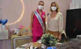 Amandine Petit, Miss France 2021, et Sylvie Tellier, lors de l'ouverture de la Maison des Bonnes fées du CHU de Montpellier