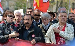 Bernadette Groison (FSU), Philippe Martinez (CGT) et Jean-Claude Mailly (FO) lors du défilé de la fête du travail le 1er mai 2016 à Paris