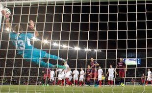 Leo Messi a inscrit deux buts sur coup franc face au FC Séville en Supercoupe d'Europe, le 11 août 2015.