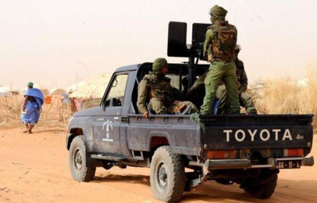 """Des enquêteurs désignés par le gouvernement malien se sont rendus lundi dans la zone de la mystérieuse fusillade ayant fait 16 morts, dont huit Mauritaniens, et suscité la colère de la Mauritanie qui a dénoncé un """"assassinat collectif"""" et exigé une enquête indépendante."""