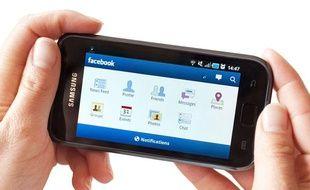L'application Facebook Mobile sur un smartphone fonctionnant sous Android.